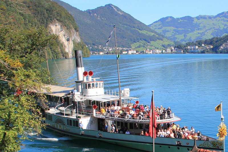 Lake steamer at Brunnen