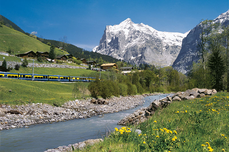 Bernese Oberland Bahn train, with the Wetterhorn