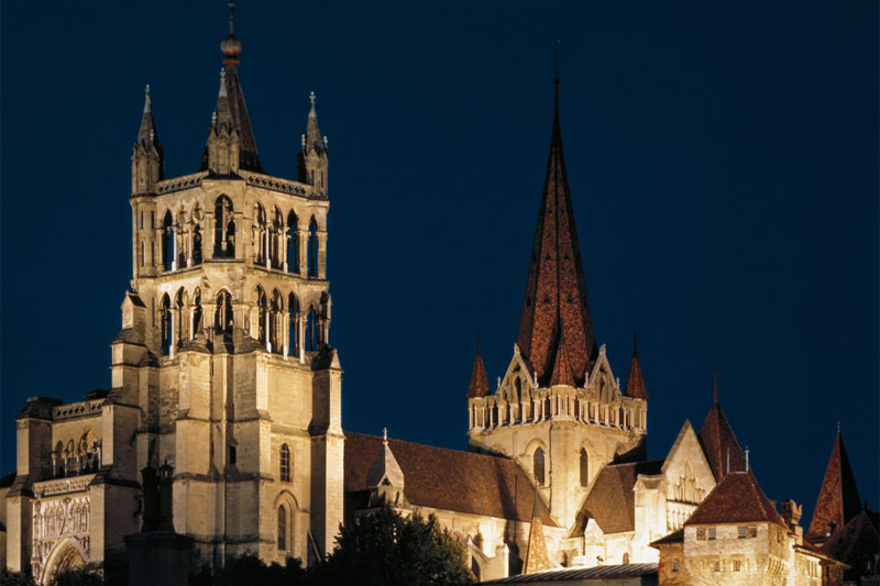 Lausanne cathedral by night