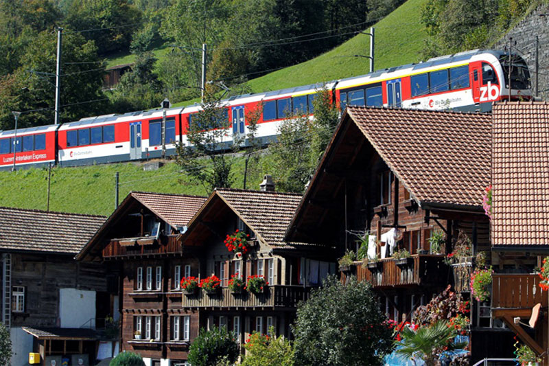 Idyllic villages on the route of the Luzern-Interlaken Express
