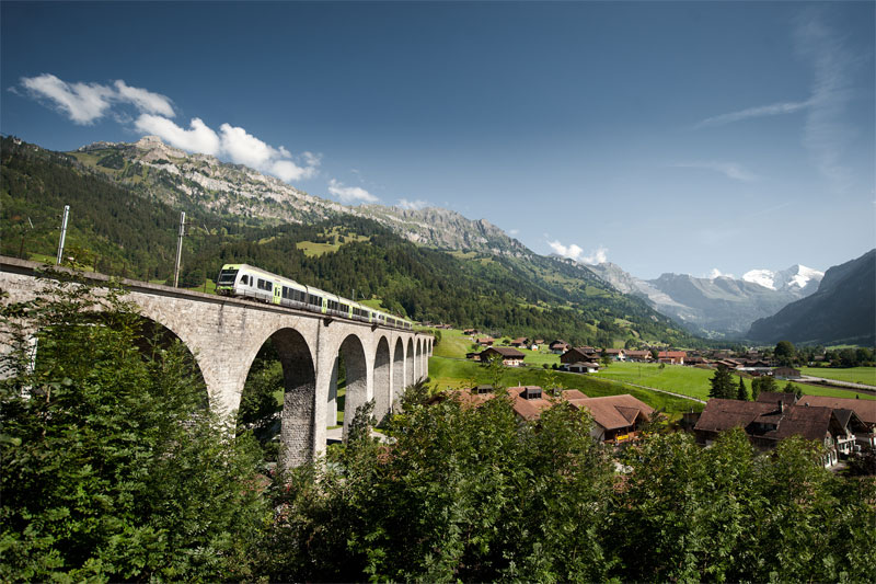 Lötschberg Regio Express on the Kander-Viaduct